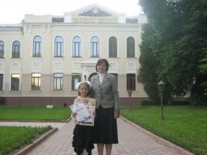 переможець Нестеренко Наташа з педагогом