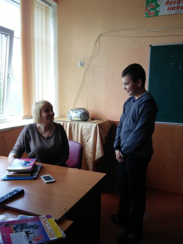 Учні 5-Б класу беруть інтерв'ю у вчителів та учнів