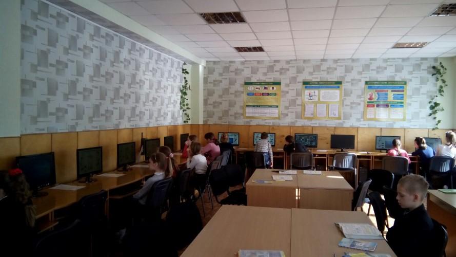 """Завдяки роботі в проекті """"GoGlobal"""" наша школа отримала новенький комп'ютерний клас"""