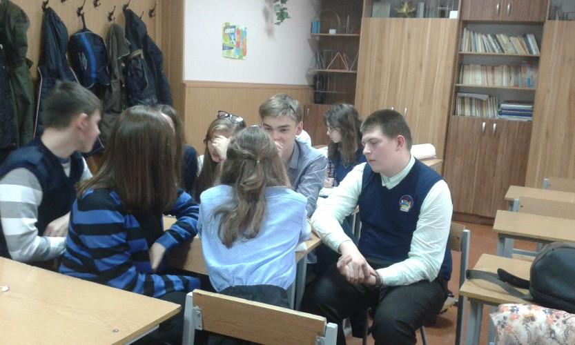 """""""Онлайн уроки"""" - дебати у 9-Б класі"""