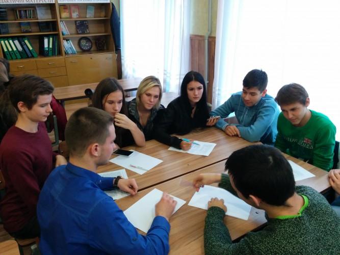 """""""Електронний журнал у школі"""" - тема дебатів учнів 11-х класів"""