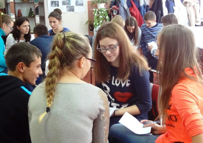 в 10-А класі відбулися дебати (модератор Наталія Маркусь -координатор проекту)