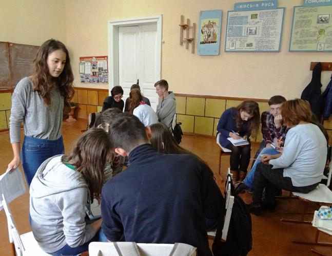 в 11-А відбулися дебати ( модератор учениця 11 класу  Гарасівка Наталія)
