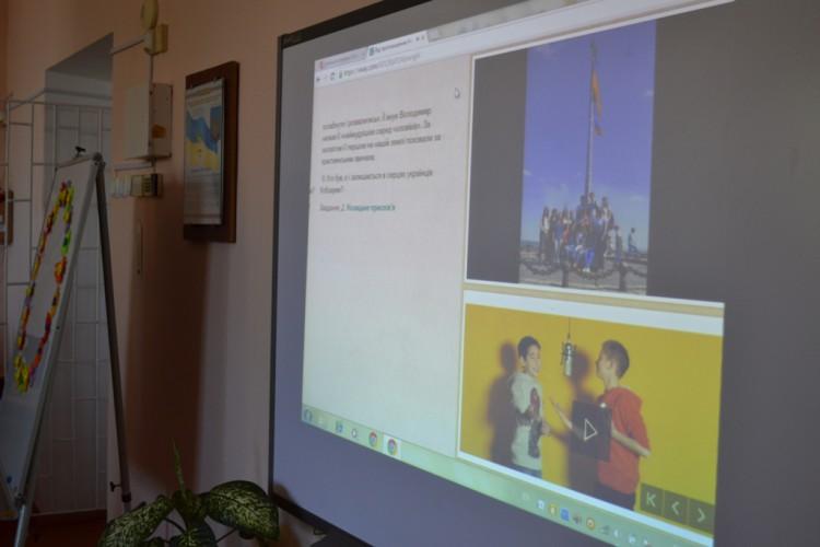 """Перший дзвоник. Перший урок.  Використання хмарного сервісу Office 365 для створення інтерактивної презентації  """"Від проголошення незалежності до нової України""""  в Sway-програмі"""