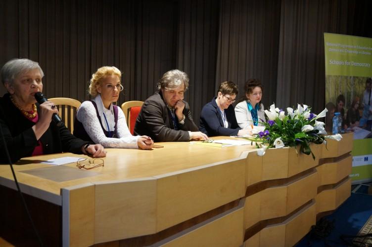 """Круглий стіл «Процеси демократизації у середній освіті в Україні» для учасників Програми """"Демократична школа"""""""