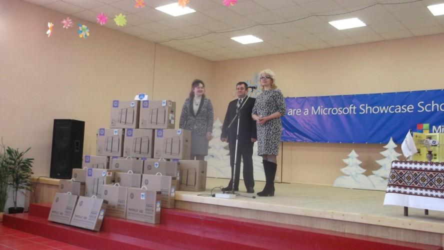 Комп'ютери в дарунок для Показової Школи-Microsoft Showcase School
