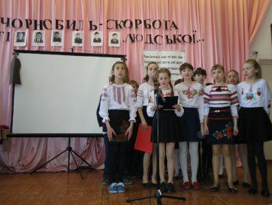 Шкільний виховний захід до річниці Чорнобильської трагедії
